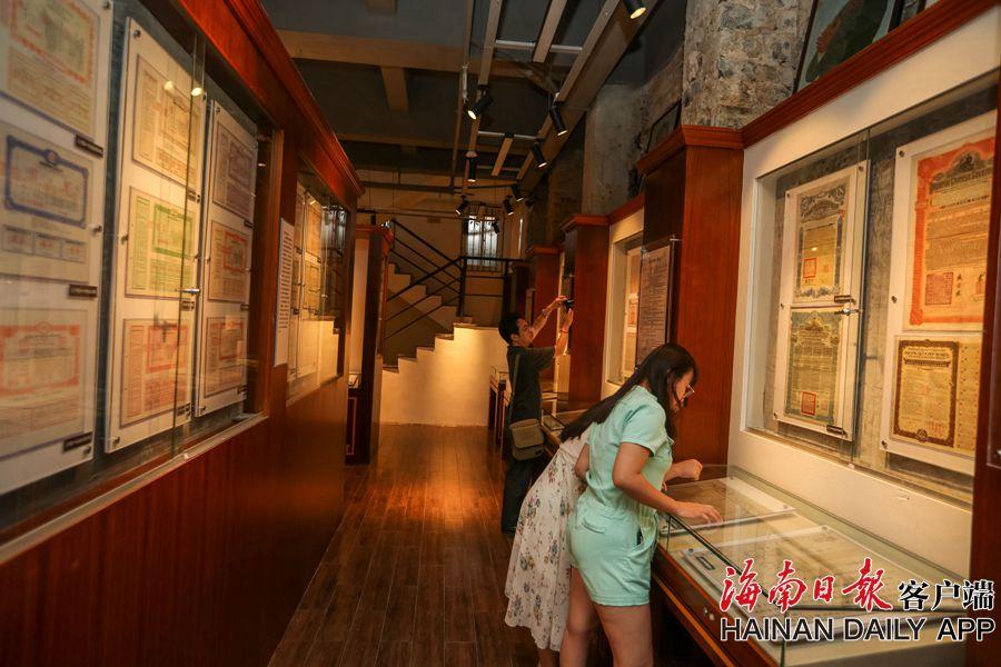 组图丨海口私人票证博物馆引游客忆峥嵘岁月