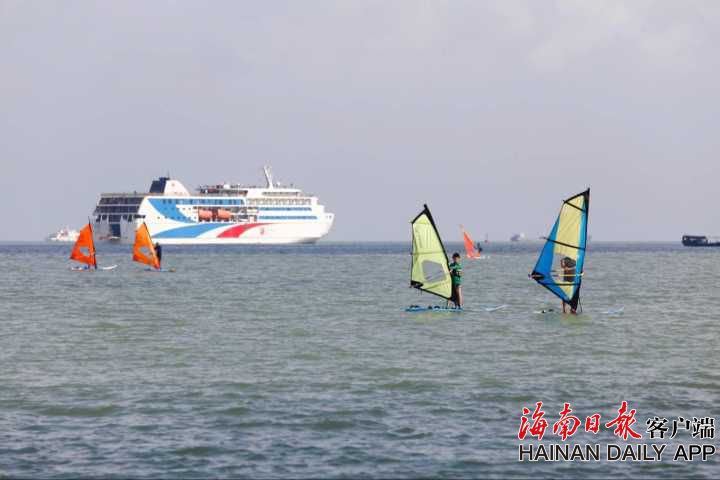 组图丨帆板体验活动海口火热进行