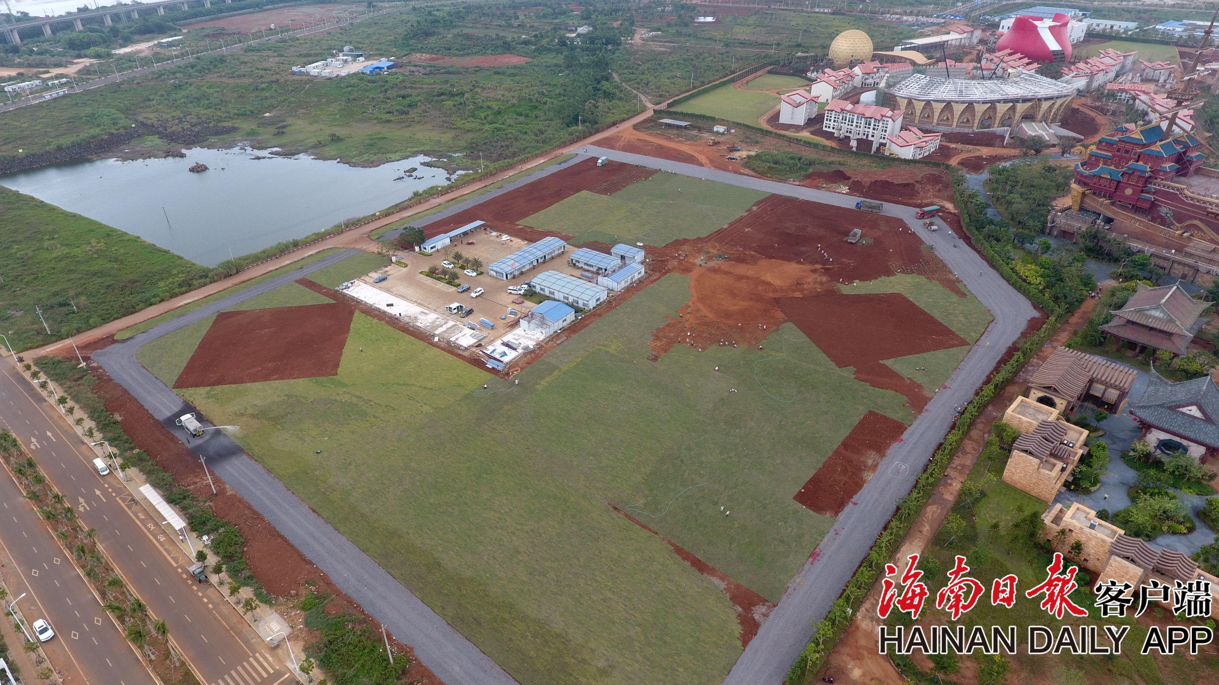 组图|海南首次草莓音乐节场地开始草坪铺设