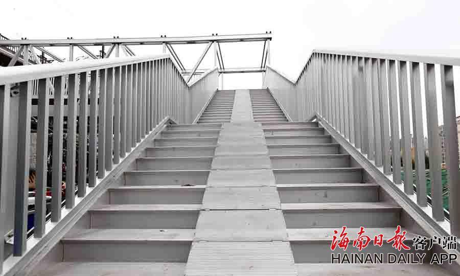 组图|海口南海大道铝合金人行天桥基本完工