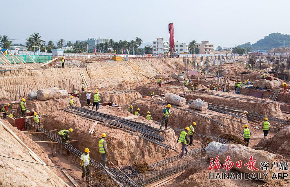 三亚市体育中心体育场基础施工基本完成