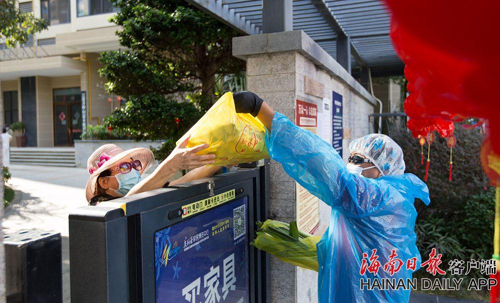 三亞:蔬菜送上门 居民暖心头