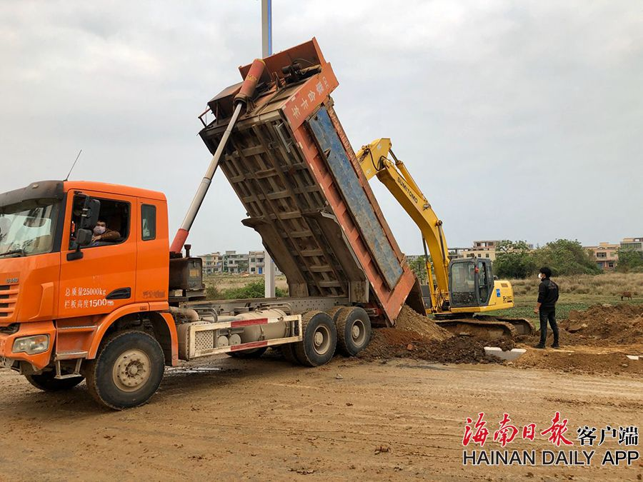 海口江东大道(二期)生态长廊建设项目施工现场