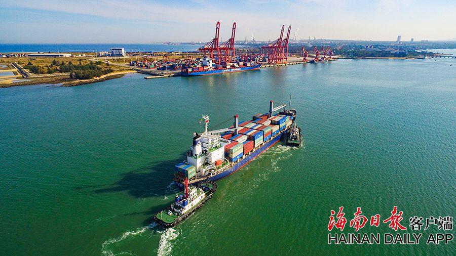 洋浦港:港口吞吐繁忙 内外贸集装箱航线资源聚集