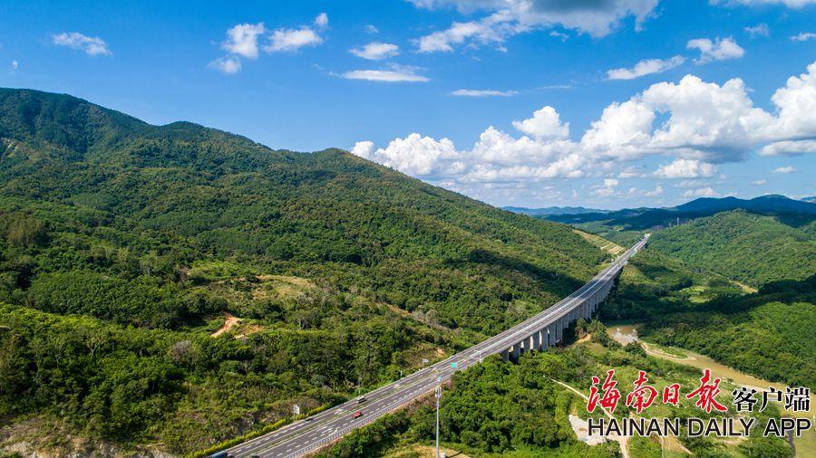琼乐高速:云端上的最美高速