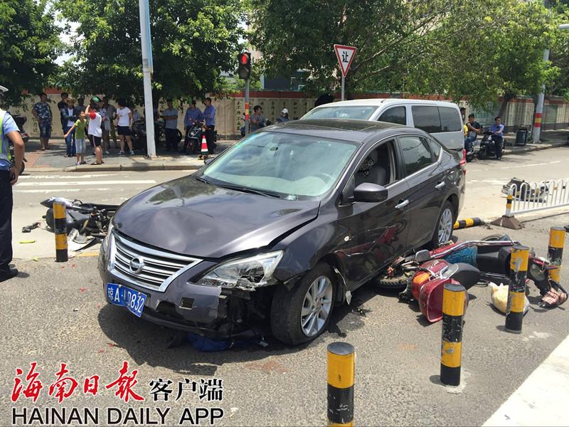 海口坡巷路与城西路交叉口五车连撞导致两人受伤