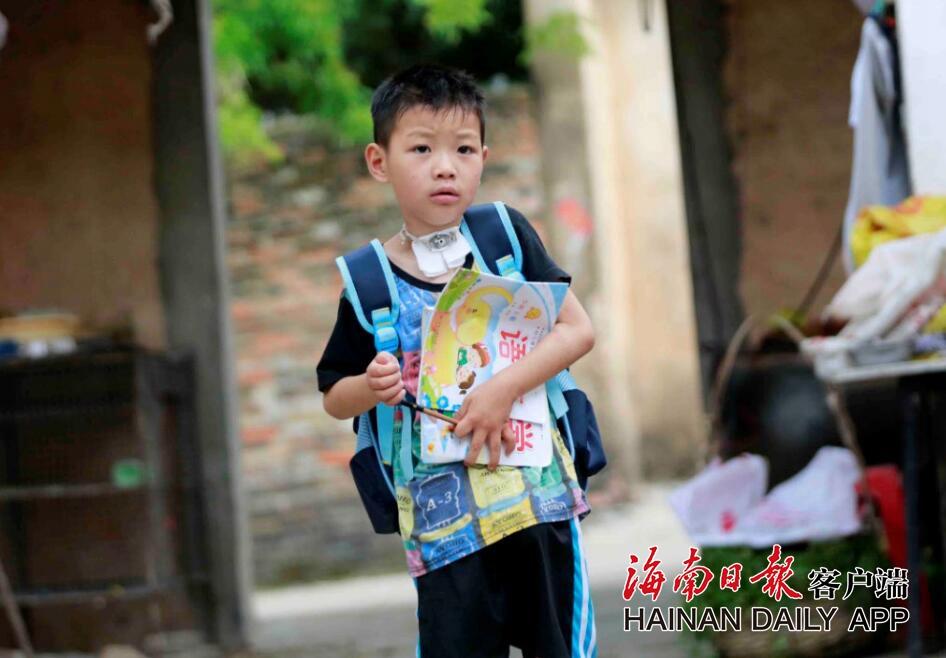 请帮帮他!儋州7岁男孩患病在家 最想去上学