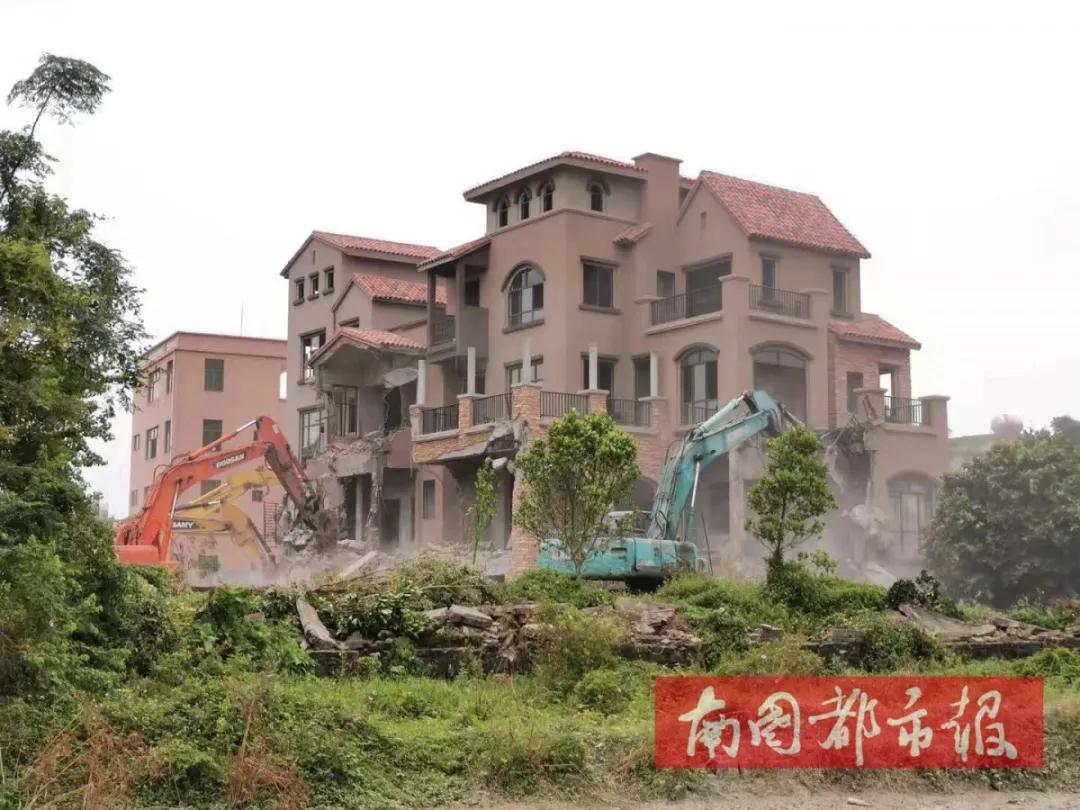 海口一天拆除3万多平方米违建 含多栋别墅