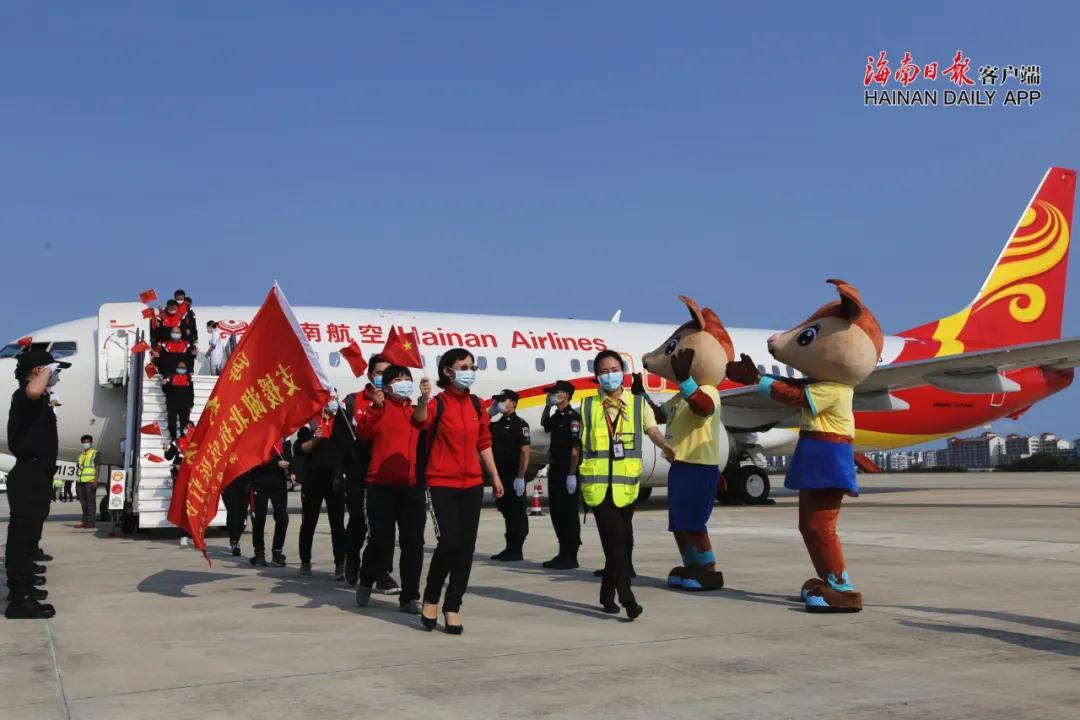 今天下午 海南248名支援荆州的医疗队员平安抵达三亚